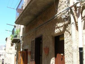sh 360  Town house, caccamo, Sicily