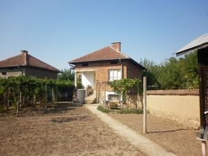 Old rural house with a plot of land situated in a village about 30 km away from the town of Vratsa