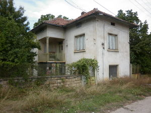 Rural house with plot of land situated in village near river