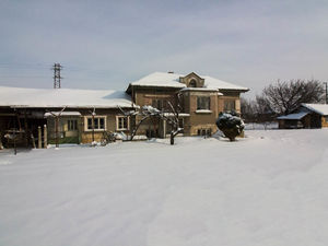 House with large plot of land for sale near Ruse