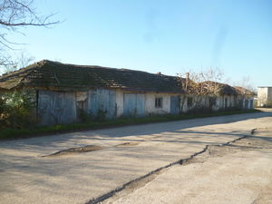 Old warehouse with 6 garages & land 20 km from river harbour