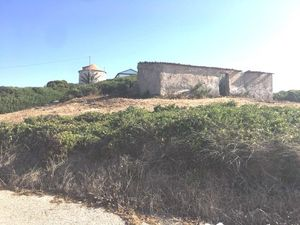 Ruin with 68 m2 and 398m2 land by the sea - Serra do Bouro