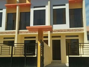 2 bedroom townhouse in Las Pinas City near airport