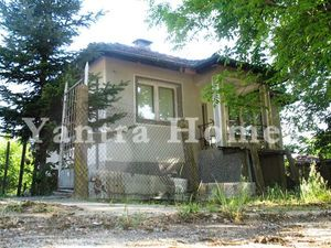 Rural house for sale in the small peaceful village of Mirovo