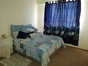 Room to rent in a 2 bedroom flat closr to 5ways Spar, PE