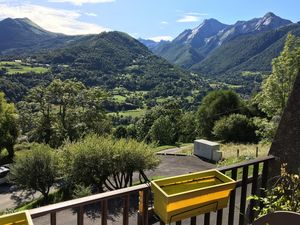Studio overlooking the Pyrenees