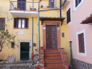 Property in picturesque historic hamlet 1h drive from Rome