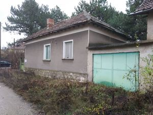 Rural property with garage, annex and big yard in a village