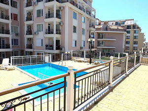 1-bedroom apartment with pool view in Rodina 2, Sveti Vlas