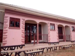 KISASI EXECUTIVE SELF CONTAINED DOUBLE ROOM HOUSE