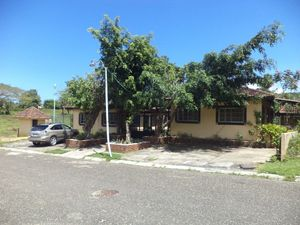 2 ADJACENT HOUSES IN SMALL RESIDENCIAL FOR SALE
