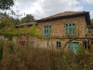 Cheap bulgarian house in a peaceful village near lake,forest