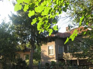 Country house with annex and vast yard located in Bulgaria