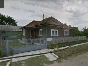 Selling in Romania house and land 5800 mp