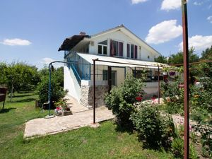 House with 2 bedrooms, 2 bathrooms and big garden, Burgas