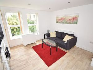 FULLY FURNISHED ONE BEDROOM FLAT IN CROYDON