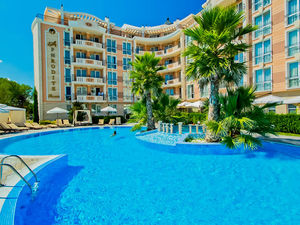 1-bedroom apartment with big balcony in Aphrodite Palace