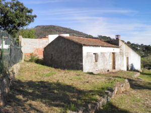 Small Farm with an area of 7480m² with 2 houses to rebuild !
