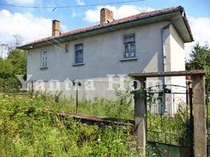 Spacious 5-bedroom village home, 35 km from Veliko Tarnovo