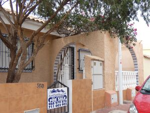 Well maintained and presented 2 bed, 1 bath, Clasico villa
