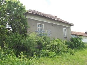 Rural Bulgarian property in Northwest Bulgaria with huge gar