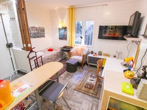 "Beautiful Abbesses"" / Montmartre. S: 20 m2.75 m from Abbesse"