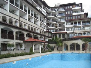 1 BED apartment with own garden in Amphora complex