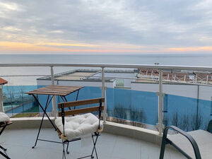 Fantastic beach front apartment, with lovely sea views