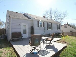 Adorable 2 bed, 1 bath home comes ready to accommodate
