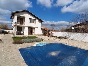 2-Bedroom House with pool near Burgas