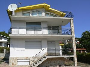 A 4-bed house by the sea