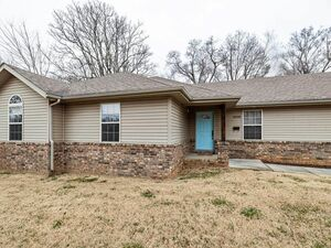 Large 3 Bed 2 Bath home for sale in Springfield