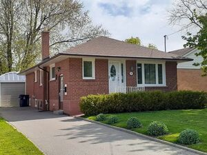 Beautiful 3 bed 1 bath house for rent in Toronto