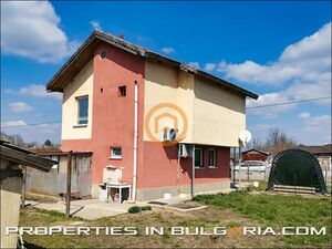 Solid rural house with very large garden in coastal area