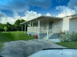 Lovely 2 bed 1 bath mobile home for sale in Homestead