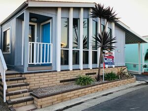 Beautiful 2 beds 2 baths home for sale in Huntington Beach