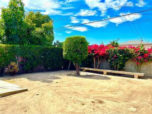 Beautiful 3 beds 1 bath house for rent in Compton