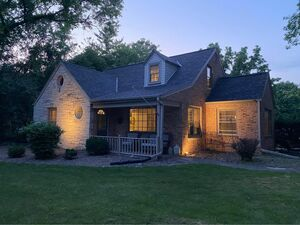 Beautiful 5 beds 2 baths house for rent in Brookfield