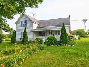 Beautiful 4 bed 2 baths for rent in Caledonia