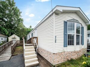 Lovely 2 bed 1 bath mobile home for rent in Pepperell