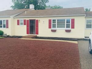Beautiful updated 2 beds 1 bath house for rent in Toms River