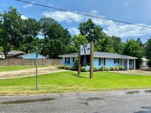 Spacious 2 beds 1 bath house for rent in Bacliff