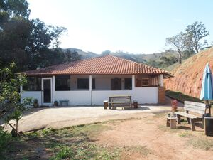2.4 ha Land with 6 bedroom house in the mountains of Cunha