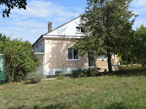 Cozy house with 2 bedrooms and large garden near Dobrich