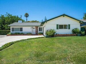 Beautiful 3 beds 2 baths house for rent in Northridge