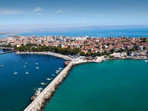 Furnished studio in Pomorie, 100 m to the sea coast