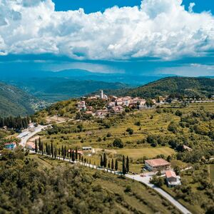 Stone house in Oprtalj for sale